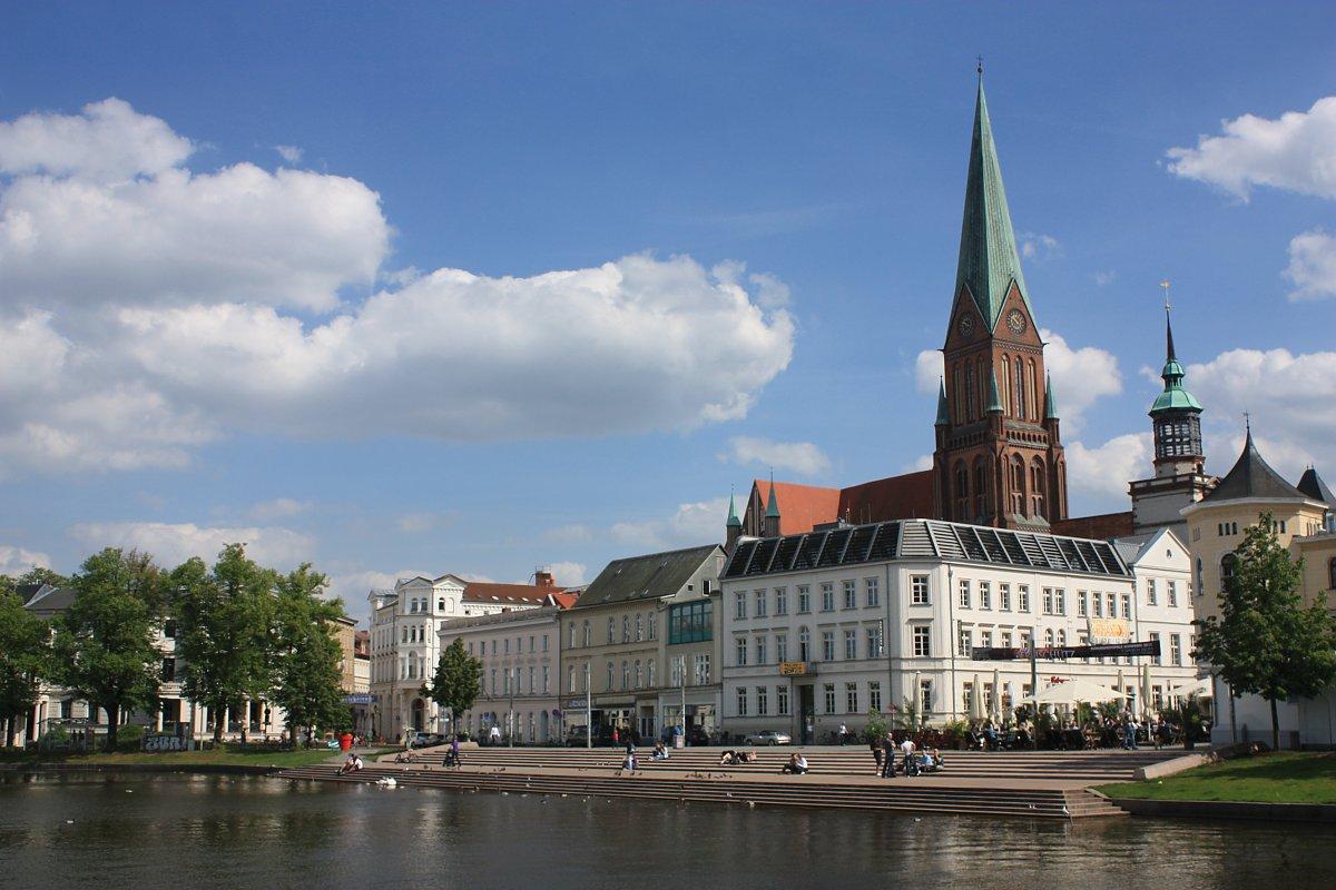 Peters Reisedienst - Schlossfestspiele Schwerin